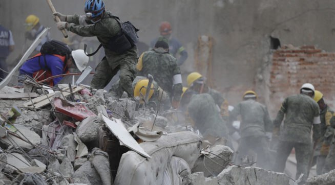 at a building that collapsed after an earthquake in Mexico City, Mexico, Thursday, Sept. 21, 2017.Tuesday's magnitude 7.1 earthquake has stunned central Mexico, killing more than 200 people as buildings collapsed in plumes of dust.(AP Photo/Natacha Pisarenko)