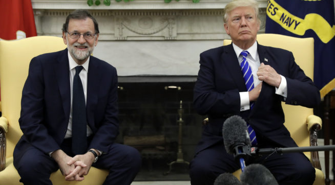 President Donald Trump meets with Spanish Prime Minister Mariano Rajoy at the White House, Tuesday, Sept. 26, 2017, in Washington. (AP Photo/Evan Vucci)
