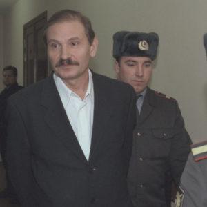 """TAS22: MOSCOW, RUSSIA. DECEMBER 19. Former first deputy director general of Aeroflot-Russian Airlines, Nikolai Glushkov (in pic), who was arrested on December 7 on the charge of major group fraud, seen on his way to the trial. After hearings Moscow's Lefortovo municipal court found valid the arrest of the former director, one of the main figures of the Aeroflot case, and didn't change its sanctions. Glushkov's keeping in custody is to be continued. (Photo by Nikolai Glushkov / ITAR-TASS) ----- ÒÀÑ 41. Ðîññèÿ. Ìîñêâà, 19 äåêàáðÿ. Ñåãîäíÿ Ëåôîðòîâñêèé ìåæìóíèöèïàëüíûé ñóä Ìîñêâû ïðèçíàë îáîñíîâàííûìè àðåñò áûâøåãî ïåðâîãî çàìåñòèòåëÿ ãåíäèðåêòîðà àâèàêîìïàíèè """"Àýðîôëîò"""" Íèêîëàÿ Ãëóøêîâà - îäíîãî èç ôèãóðàíòîâ ïî òàê íàçûâàåìîìó """"äåëó """"Àýðîôëîòà"""", à òàêæå èçáðàííóþ â îòíîøåíèè íåãî ìåðó ïðåñå÷åíèÿ. Ìåðà ïðåñå÷åíèÿ - ñîäåðæàíèå ïîä ñòðàæåé îñòàâëåíà áåç èçìåíåíèÿ. Íà ñíèìêå: Íèêîëàé Ãëóøêîâ íàïðàâëÿåòñÿ â çàë ñóäà. Ôîòî Ðîìàíà Äåíèñîâà (ÈÒÀÐ-ÒÀÑÑ)"""
