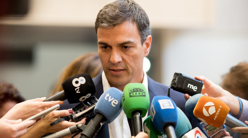 Socialist Pedro Sanchez sworn in a new Spanish PM